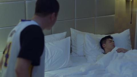 带着爸爸去留学黄小栋背着爸爸偷偷跑去武丹丹房间