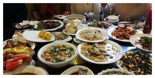 婆婆过生日亲戚来庆贺,我特意下厨做了一桌菜,饭后都夸我懂事!