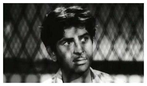 印度电影《流浪者》男主人公拉兹有着怎样的艺术人生?