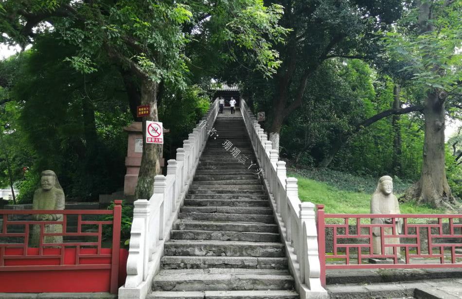 """广州这1400多年历史古庙,供奉一个""""黑人""""神像,游客:罕见"""