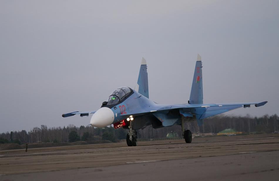 """白俄罗斯首批2架新锐战机到货,绿油油平显晃眼,与""""阵风""""同款"""