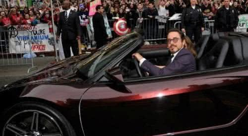 福布斯公布最会赚钱演员,成龙第八,第一赚36亿,座驾非常豪华