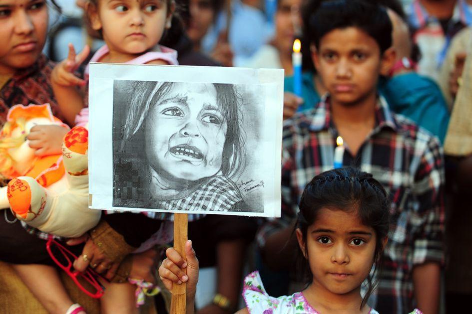 印度6岁女童被12岁和15岁男孩轮奸勒死,他们母亲还帮忙抛尸