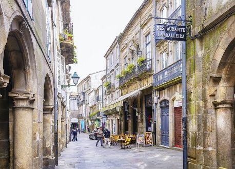 圣地亚哥-德孔波斯特拉古城,建筑风格吸引着世界各地的游客