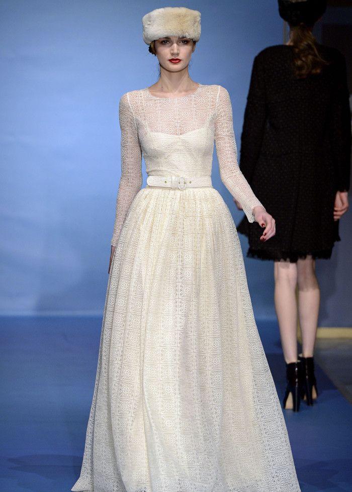潮流大秀:美艳模特大秀潮流穿搭,服饰简约新潮,彰显设计师灵感
