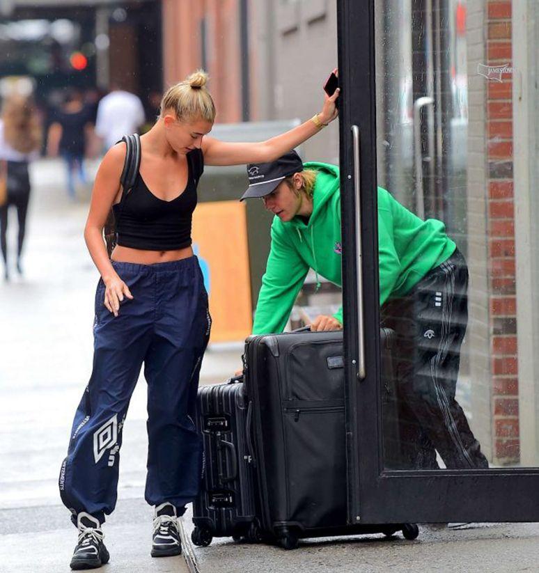 比伯搬行李,准新娘海莉负责起范儿,网友:这么急要搬一起住吗