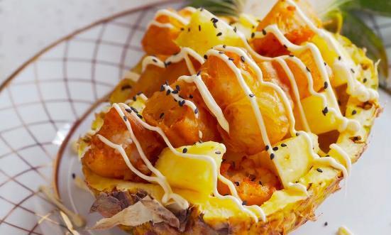 广东名菜菠萝油条虾,水果解腻虾肉不腥,好看更好吃