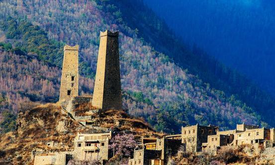 """大渡河畔的最美村落,被西方人称为""""小瑞士""""的世外桃源"""