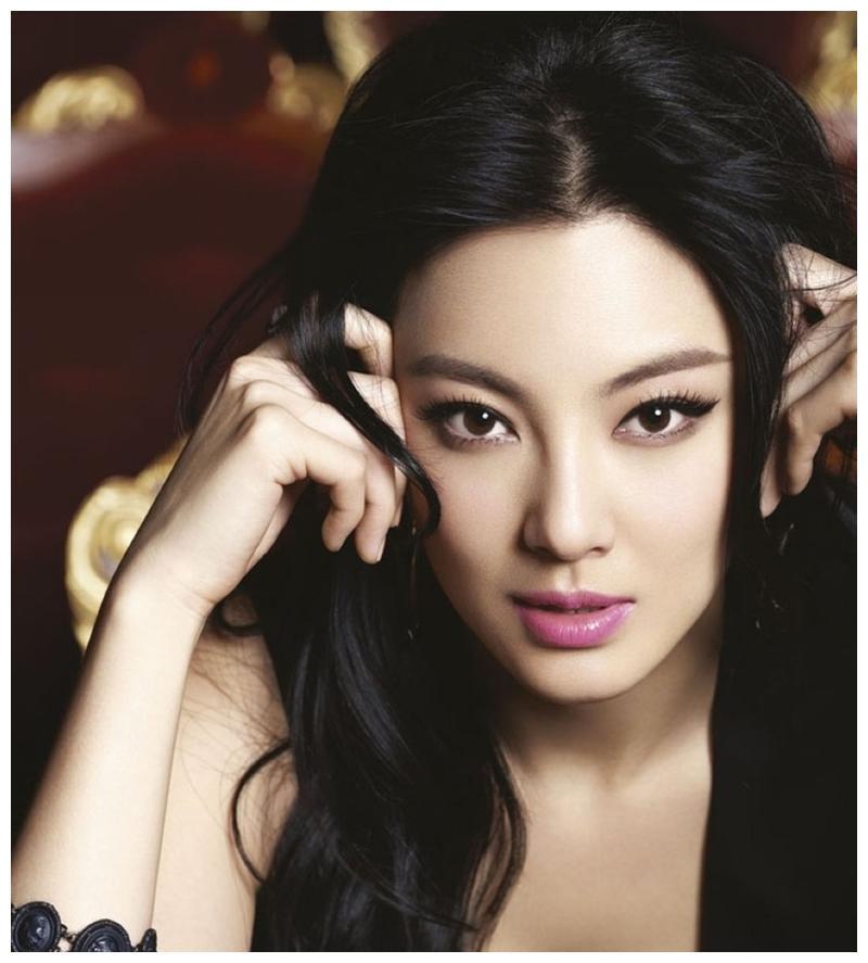 张雨绮迎来蜕变成为魅力女神,干净利索尽显风范