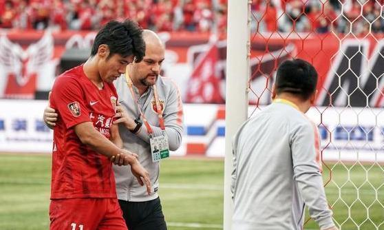 中超赛场国脚重伤遭遇骨折 上海上港的麻烦来了!