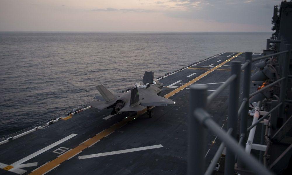 F-35B垂直起降战机:可使两栖攻击舰变航母 很迷人却又危险