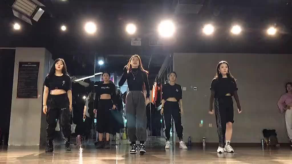 小姐姐们翻跳朴智妍的舞蹈C位也太帅了表情管理都那么好