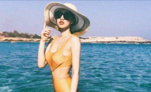 闫妮女儿邹元清海边大秀好身材,魔鬼身材遗传了妈妈的优良基因