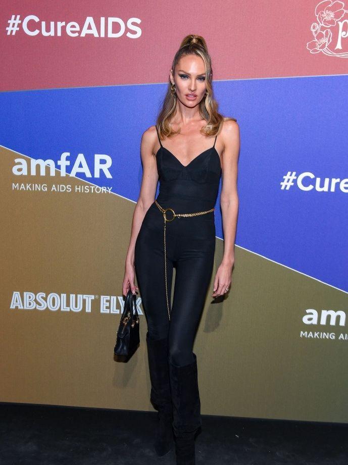 坎蒂丝·斯瓦内普尔出席amfAR慈善晚会,黑色吊带裤,完美身材