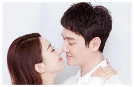 赵丽颖和冯绍峰结婚,何炅却没有送祝福,一张图暴露了真实原因!