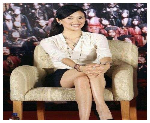 38岁章子怡出席活动胸部平平, 网友: 汪峰对你做了什么