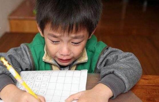 1道小学生数学加减题,全班阵亡,爸爸:同阵亡!老师脸都气绿了