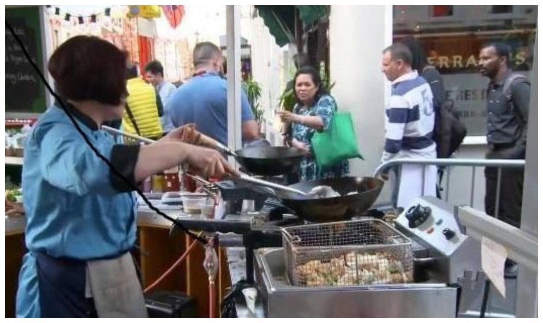 大妈凭借两道中国美食征服米其林大厨,成为全英国外卖冠军!
