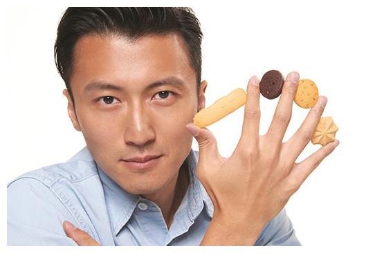 谢霆锋摊上事了?被港媒爆出旗下某款饼干含致癌物?网友:凉凉