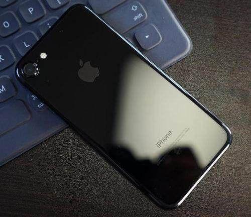 """华为""""无奈""""了,iPhone7火速降至冰点价,网友:还买mate10?"""
