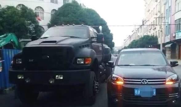 夫妻260万大皮卡,城里逛一圈200油费,车主:适合农村土豪