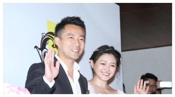 汪小菲得到岳母的公开表扬,这让另两个女婿很尴尬啊!