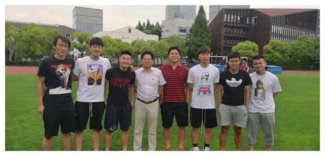 文武双全!武磊回同济大学参加期末考试 免试入学一年见导师两回