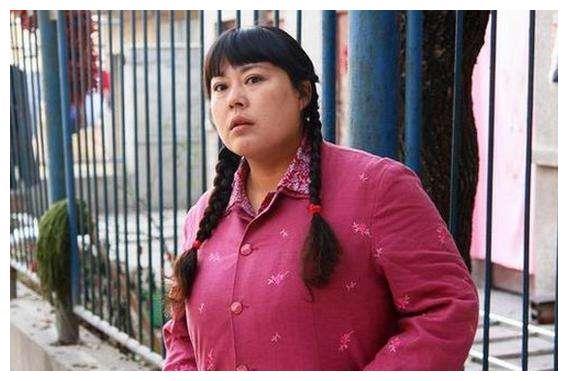 """张艺谋领她进演艺圈,康洪雷是她的恩人,""""胖嫂""""当年赛过王祖贤"""