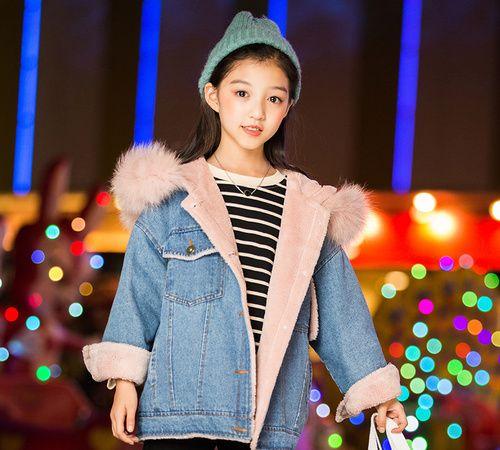 冬季童装加厚款毛衣,简约的设计更体现时尚潮流,保暖时尚
