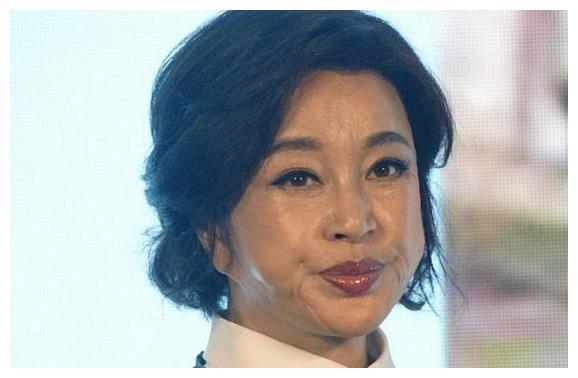 刘晓庆老了,赵雅芝老了,张曼玉老了,唯独她60岁依然像28岁