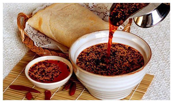 花3000块钱学来的秘制辣椒油配方:又香又红还不糊的做法!