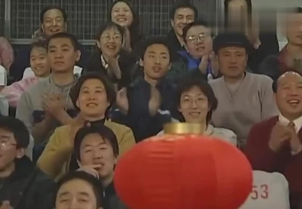 爆笑小品《卖拐》:赵本山和高秀敏搭档,表演看着是真搞笑
