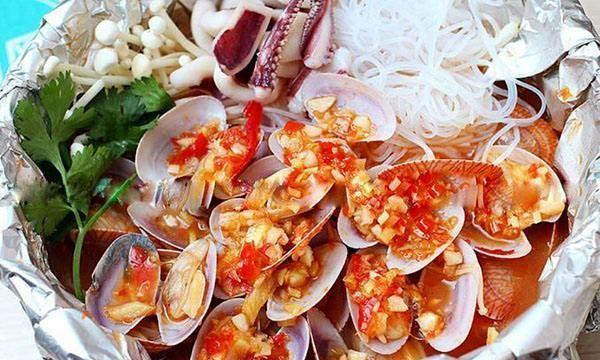 重庆街头巷尾的美食———锡纸花甲米线~