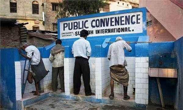在印度上厕所,不分男女厕且露天,当地女性如何保护隐私
