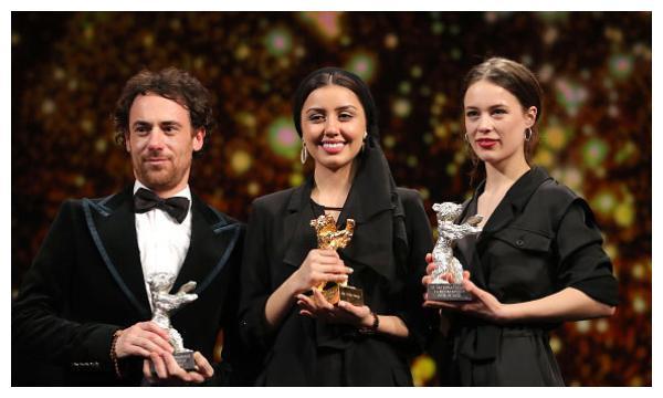 伊朗《无邪》获柏林金熊奖,女儿代父领奖,华语片颗粒无数