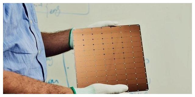 见识下最大芯片:1.2 万亿个晶体管,40 万个内核