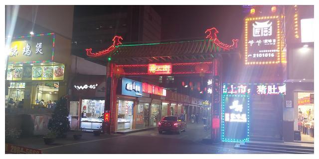 富士康夜生活最繁华的中央,深圳观澜章阁的纸醉金迷的夜景