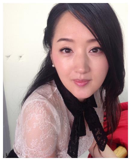 47岁的杨钰莹晒自拍完爆90后少女,不老容颜,肌肤吹弹可破