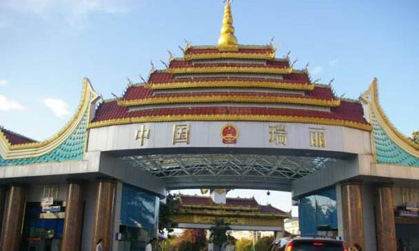 边境地区的缅甸人怎样赚钱?与中国游客合照1人收3元,样子真心