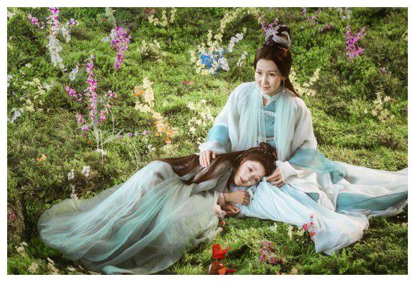 《《新白娘子》小青对白素贞一见钟情,视许仙为情敌,处处怼他》