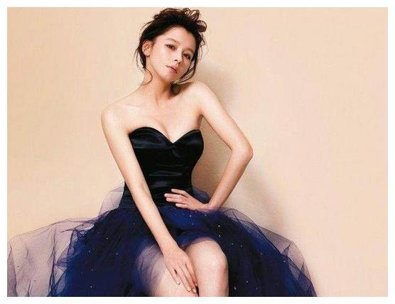 徐若瑄的腿,Baby的腿,莫文蔚的腿,而她的腿我实在欣赏不来