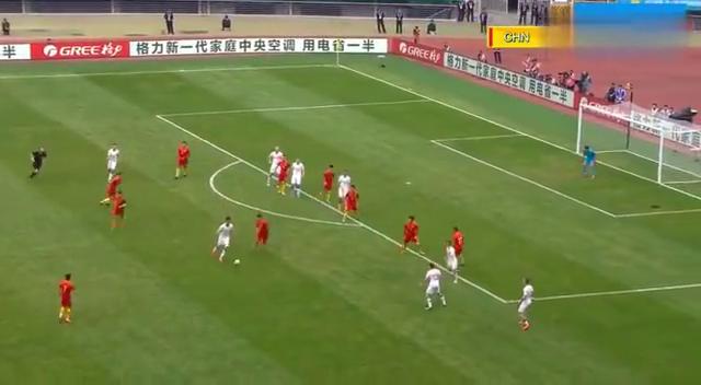 捷克队不好意思了!面对绝佳机会停顿片刻后再射国足大门