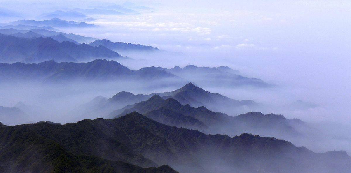 中华龙脉,云雾中的秦岭山脉