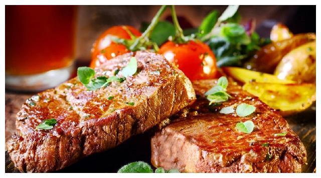 谁说牛排不能吃全熟,英国女王教你,这样吃才是最健康最营养的!