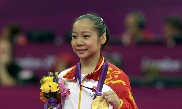体操女神近照,身材傲人,两夺奥运金牌,退役保送北大,进入政坛