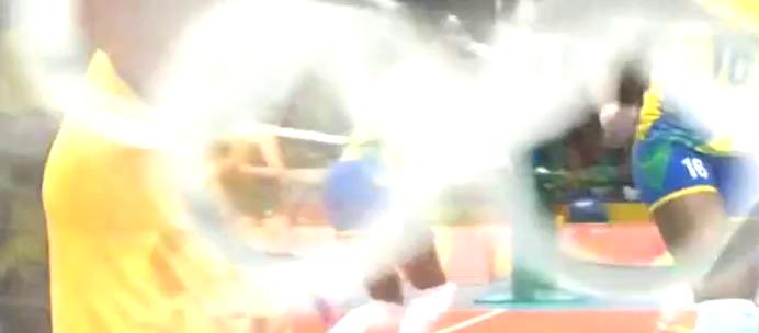 巴西预判朱婷要吊球,朱婷做个鬼脸:姐这么容易被你猜到还得了?