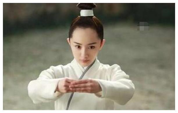 那些发量少的吓人的女星,杨幂被吐糟,她能看见头皮