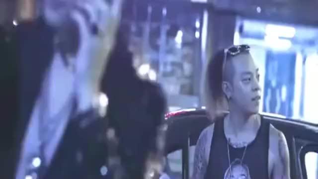 铜锣湾大哥开兰博基尼,被小混混碰瓷,一个电话叫来一帮古惑仔