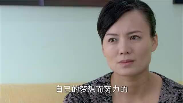 刘湘琪把和林伟凡睡在一起的照片发给若愚。若愚看到彩信十分气愤