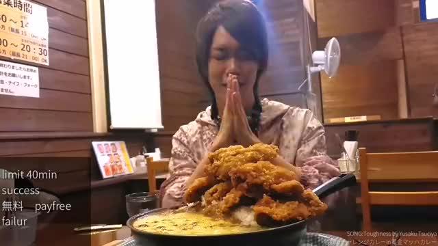 日本大胃王耳机哥,挑战40分钟内吃9斤烤芝士咖喱配炸鸡饭,厉害